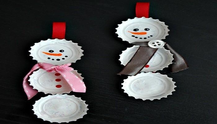 снеговики из пивных пробок