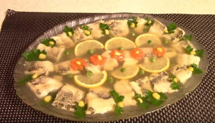 Заливное из рыбы с овощами