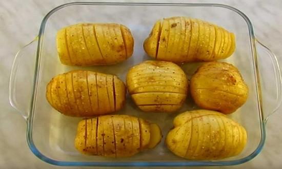 выложить картофелины