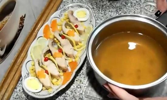 залить рыбу бульоном