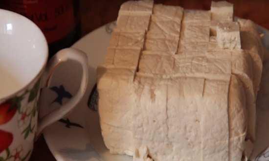 режем тофу на кусочки