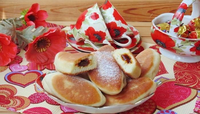жареные пирожки со сливовым джемом