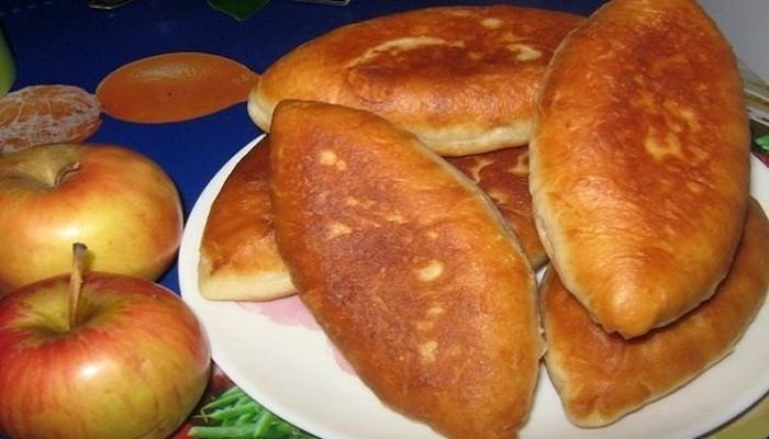 сладкие жареные пирожки на сковороде