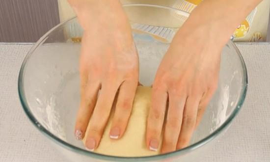 Оставляем тесто в тепле