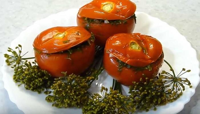 Малосоленые помидоры с чесноком и укропом