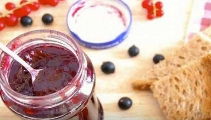 Варенье из красной и черной смородины с бадьяном и желатином