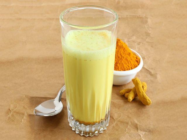 молочная смесь с куркумой от простуды