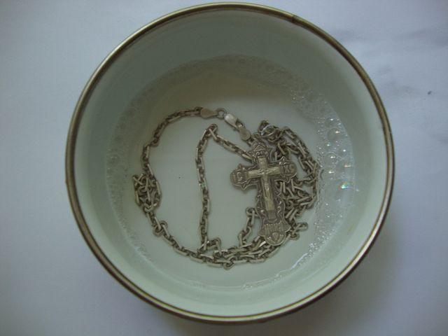 серебряные крестик и цепочка