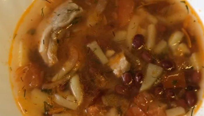 Суп с консервированной фасолью и мясом