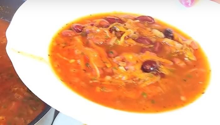 Постный суп с консервированной фасолью