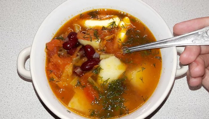 Суп с консервированной фасолью в мультиварке