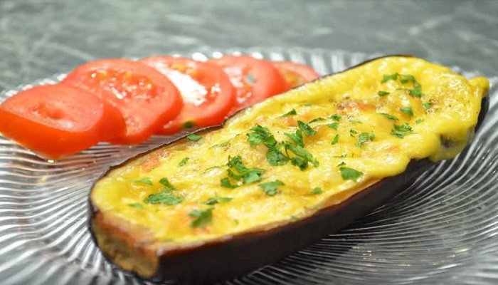 Баклажаны запечённые в духовке с овощами под сыром