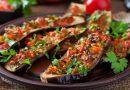 Очень вкусные фаршированные баклажаны лодочки с овощами, запечённые в духовке