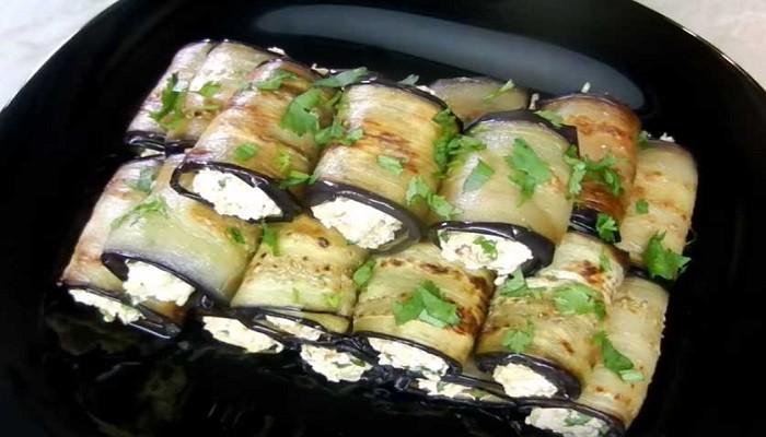 Рулетики из баклажан с творогом и сыром