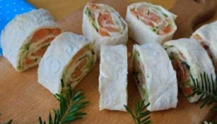 Рецепт рулета из лаваша с творожным сыром, огурцом и красной рыбой