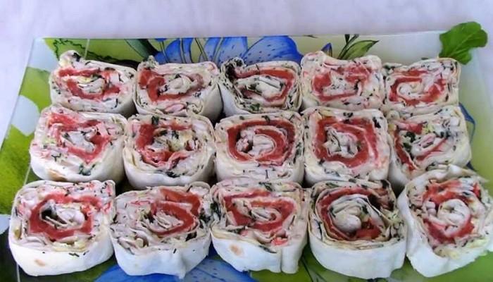 Роллы из лаваша с красной рыбой и крабовыми палочками