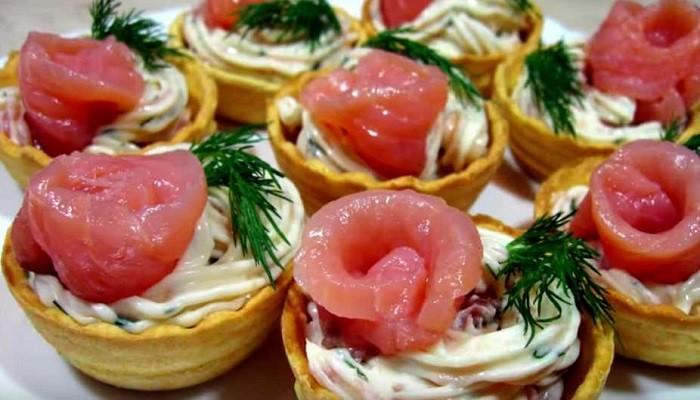 Тарталетки с творожным сыром и рыбой