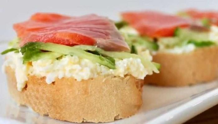 Бутерброды на праздничный стол с красной рыбой и сливочным сыром