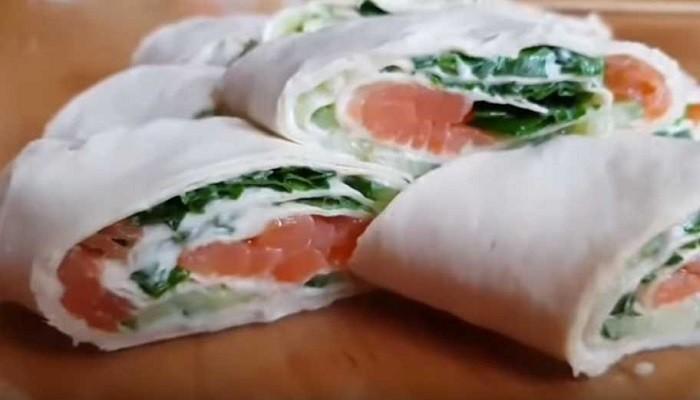 Закуска в лаваше с красной рыбой и плавленым сыром