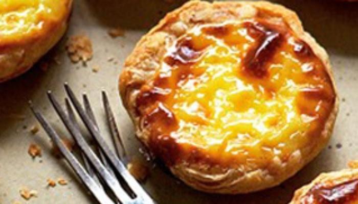 Португальское слоеное пирожное с заварным кремом