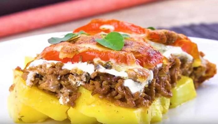 Картошка с фаршем в духовке с помидорами и сыром