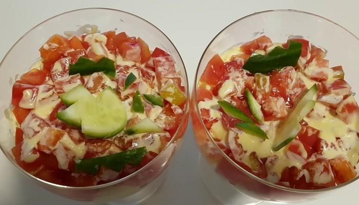 Слоеный салат из лосося