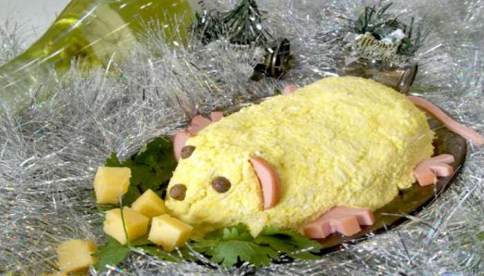 Чесночный салат в виде мыши