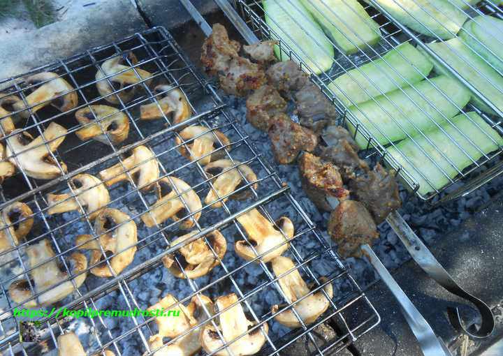 грибы и овощи с мясом