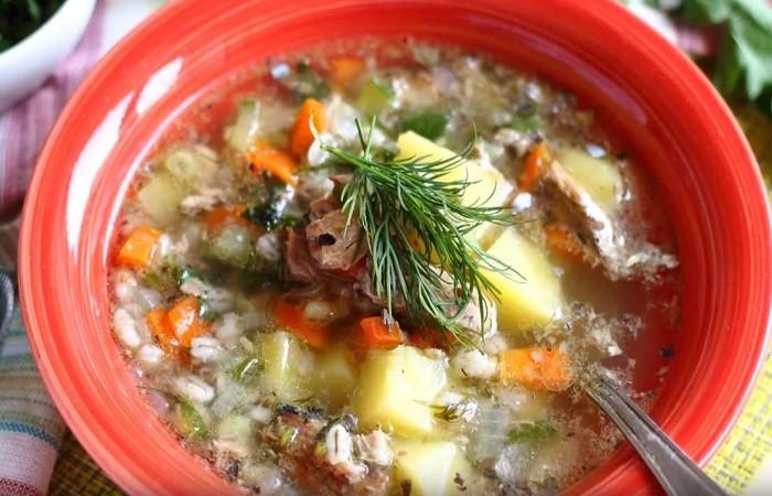 суп с консервированной сайрой и перловкой