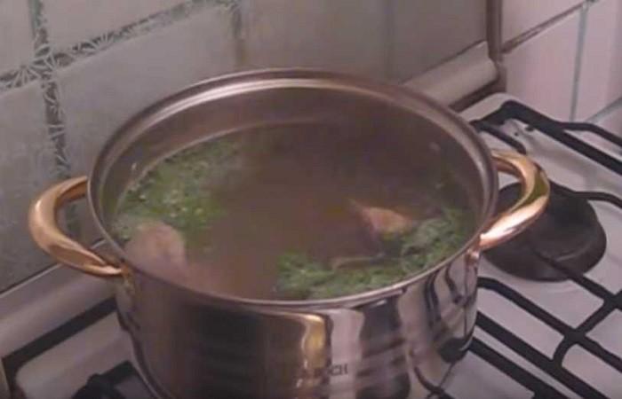 мясо в кастрюле