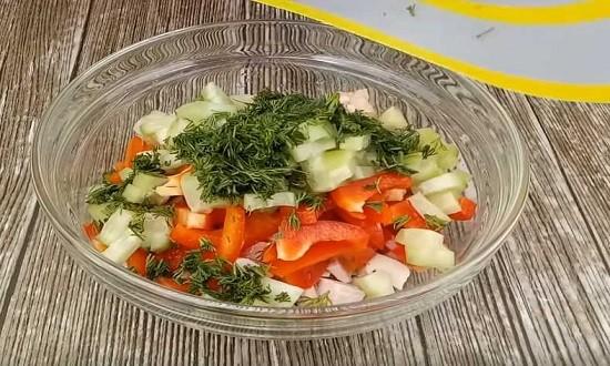 ингредиенты соединяем в салатнике