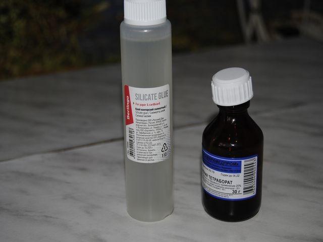 бутылочки клея и тетрабората